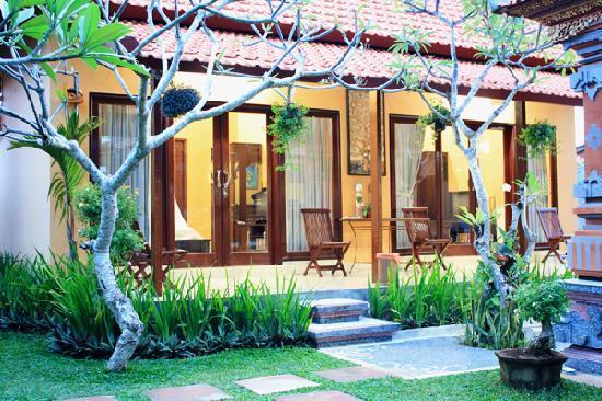 Wayan's Guest House: Verandah