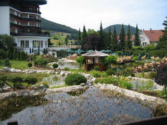 Hotel Bareiss: Jardins extérieurs