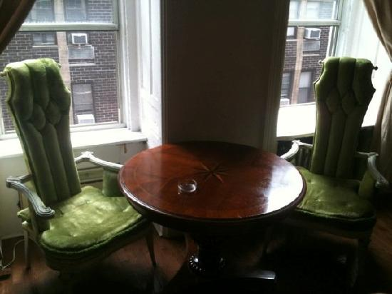 Chelsea Hotel: Cool chairs!