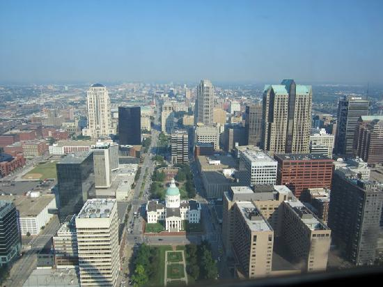 Gateway Arch: View over the city