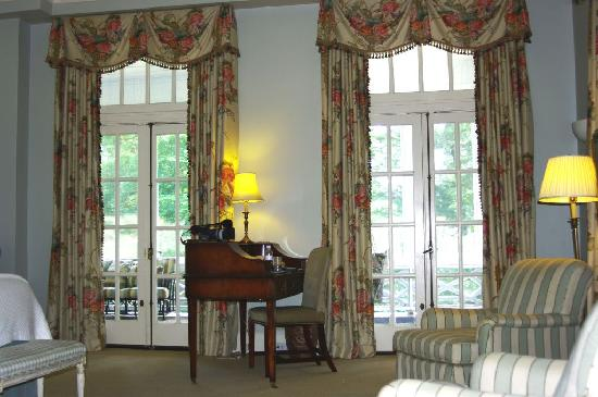 Duke Mansion Bed and Breakfast: french doors open onto private porch