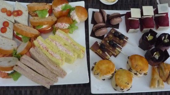 Shangri-La Hotel,Bangkok: Afternoon tea for three