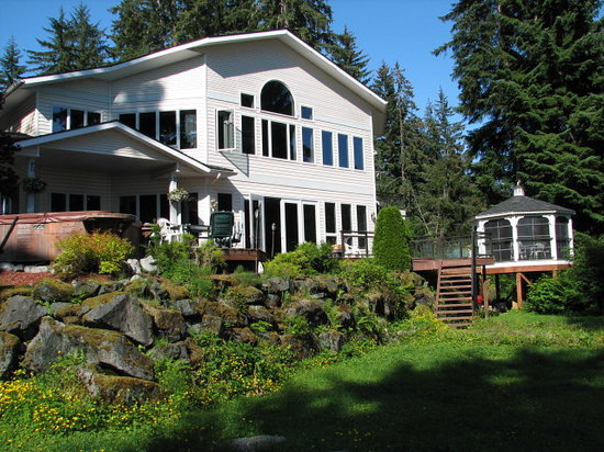Auke Lake Bed & Breakfast: Back of the house