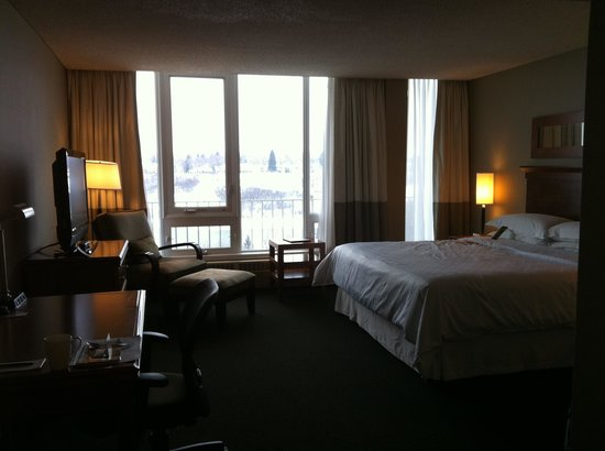Four Points by Sheraton Saskatoon: room