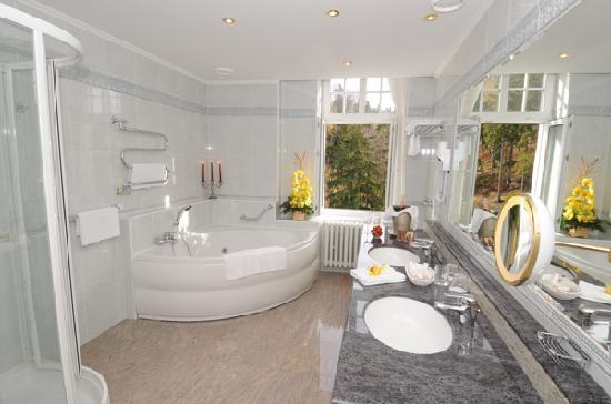 Esplanade Spa & Golf Resort: Bathroom
