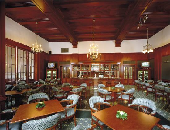 Esplanade Spa & Golf Resort: Lobby bar