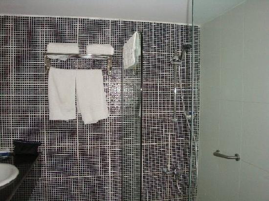 Mina Hotel : salle de bains 1