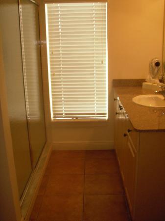 BridgeWalk a Landmark Resort: Bathroom in room.
