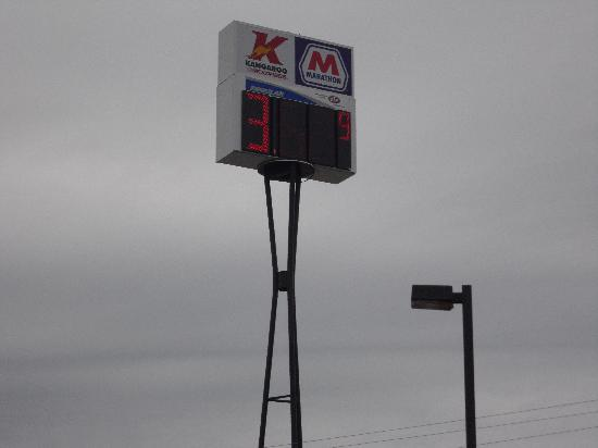 Holiday Inn Express Gastonia: This sign is right in front of the hotel