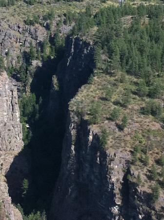 Wine Country Helicopter Adventures Ltd : Hidden waterfall near Osoyoos