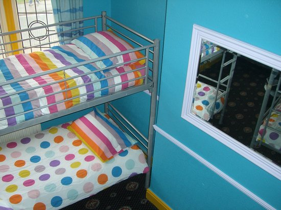 Chester Backpackers: 8 Bed Female dormitory
