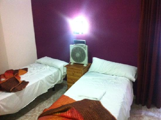 Hostal Levante: Twin dobule with bathroom