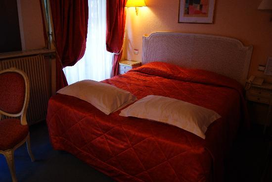 Hotel Newton Opera: La habitación, muy bien decorada y con una cama comodísima