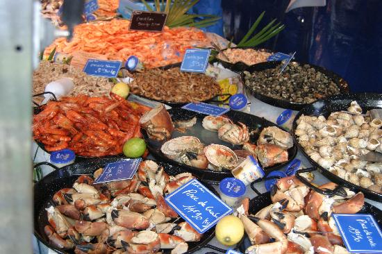 Villa St. Simon: Seafood at Blaye market