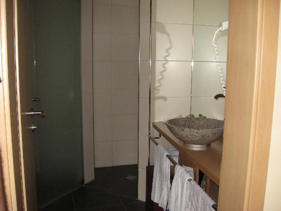 Hotel Sonne: The bathroom