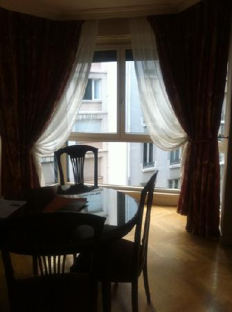 Warwick Reine Astrid - Lyon: sitting room