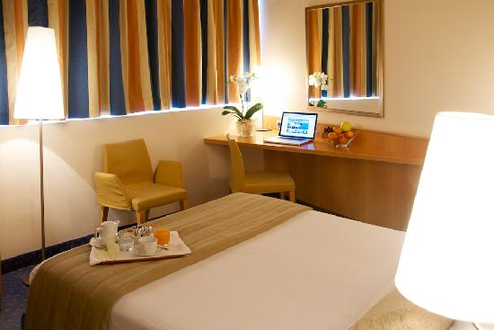 Hotel Executive : Doulbe room, Queen size bed