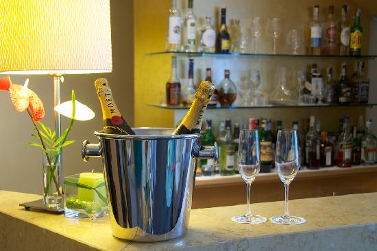 Hotel Executive: Bar