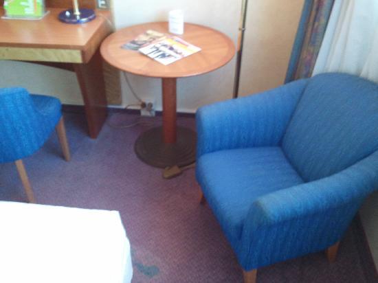 Lindner Congress Hotel : Sitzgelegenheit mit Teppichfleck