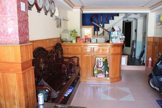 Kim Uyen Hotel: The front reception