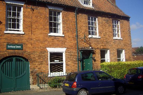 The Archway Guest House: lovely old building