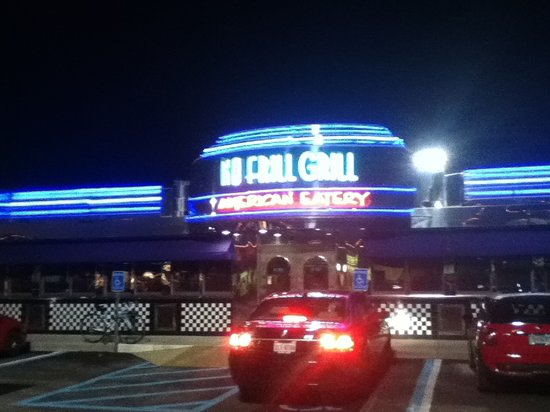 No Frill Bar & Grill: Front View