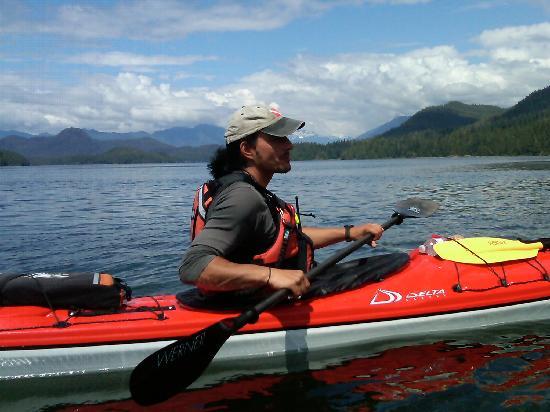 Black Bear Kayaking : Beautiful Clayoquot Sound with JT