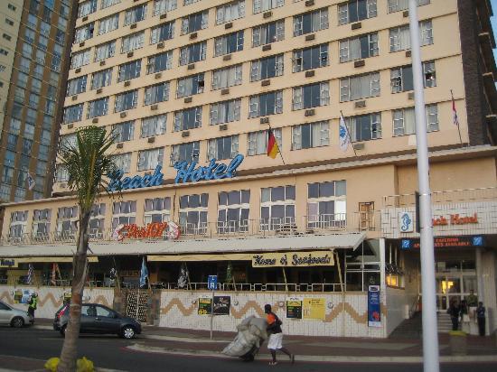 Gooderson Beach Hotel: Respectable facade