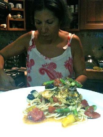 Arte Culinario by Mavi Graf: The Chef prepares a delicous hand made paste with organic vegetable.