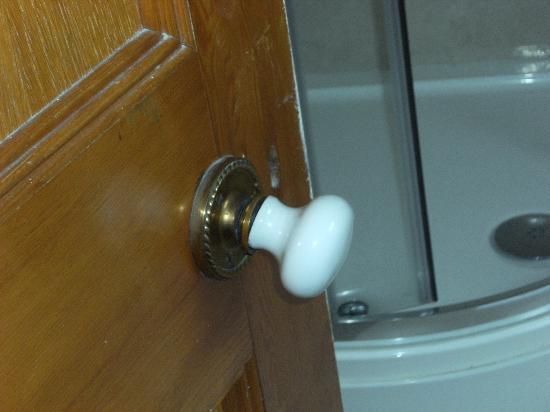 Crown Hotel: broken bathroom door knob
