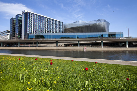 Radisson Blu Waterfront Hotel: View of the Hotel from Kungsholmen