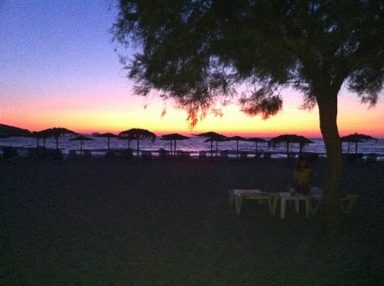 Yria Island Boutique Hotel & Spa: Sunset at the nearby Parasporos beach