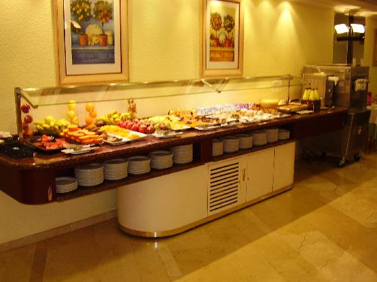 Servigroup Castilla : parte del buffet (postres)