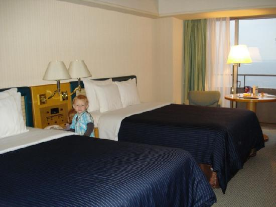 Sheraton Grande Tokyo Bay Hotel : Our Room with 2 queen beds