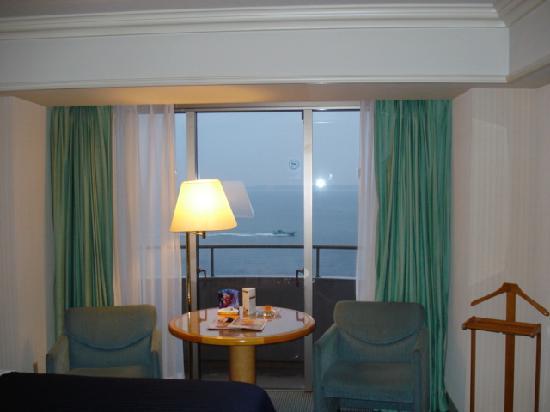 Sheraton Grande Tokyo Bay Hotel : Ocean View (a bit grey due to Typhoon approaching)