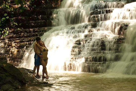 Waterfall Villas: Couple at the Waterfalls