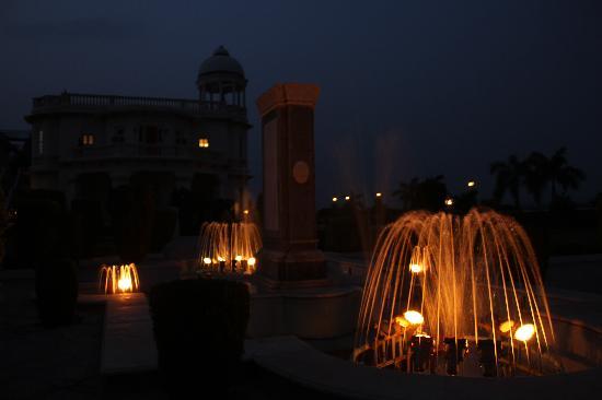 Palanpur, India: Hotel at Night