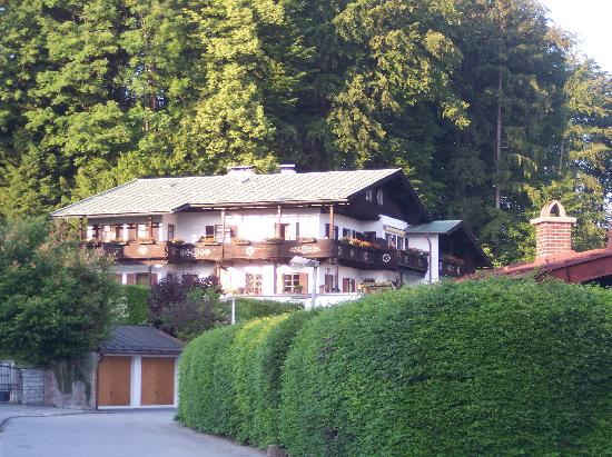 Pension Haus am Berg: The Haus as seen from the road leading to it