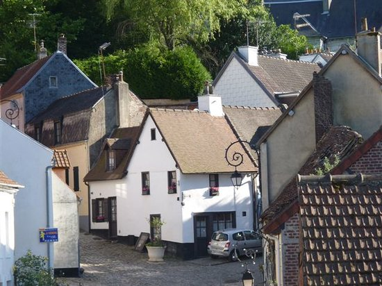 Marksman Tours : An old street in Montreuil Sur Mer