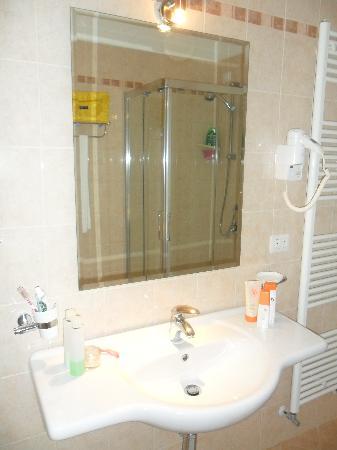 Petraria: Bagno pulitissimo e grande...