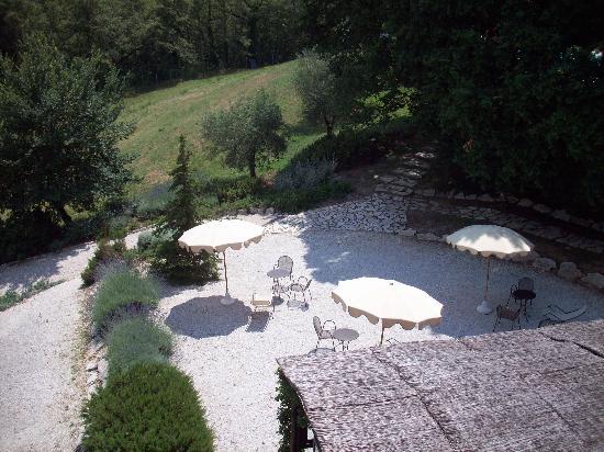Le Torri Di Bagnara : Rear courtyard