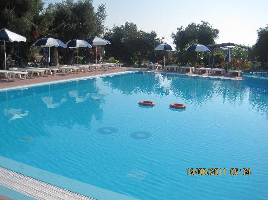 Filoxenia Hotel Apartments: Poolside