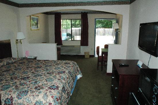 Majestic Inn : King Mini-Suite