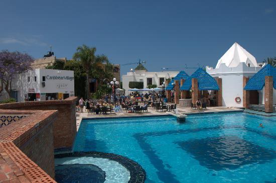 Caribbean Village Agador : Heerlijke schone zwembaden