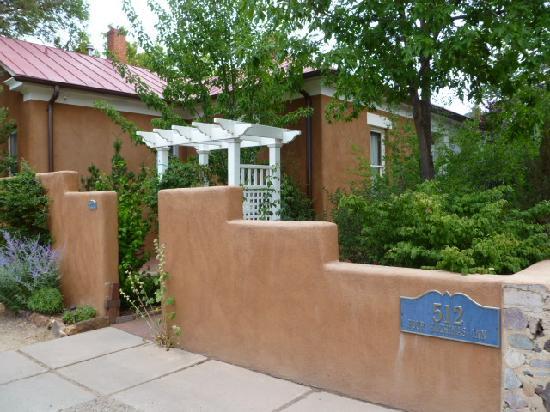 Four Kachinas Inn: Looking towards the Reception House