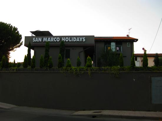 San Marco Holidays : view from streeet