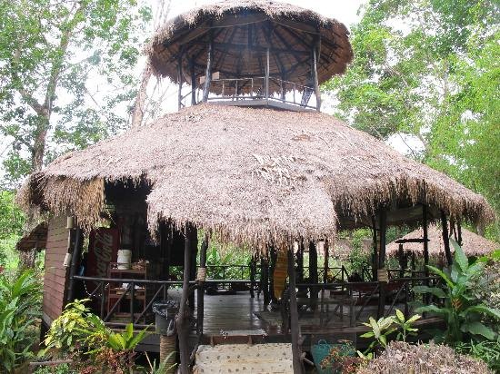 Jungle Way Restaurant & Bungalows: open plan Thai-style restaurant