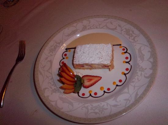 The Great House at Nisbet Plantation : Strawberry layer cake