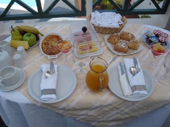 Anastasis Apartments: The delicious breakfast served on our balcony