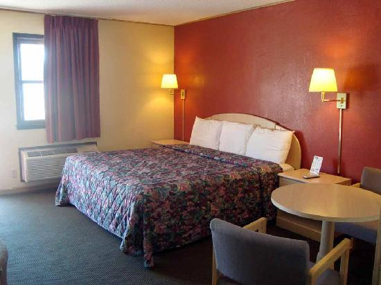 Budget Host Inn Emporia : King